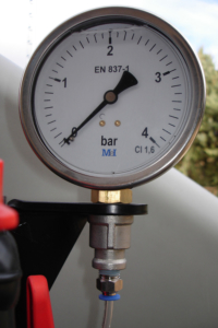100 mm pressure gauge. of diameter scale 1-4.